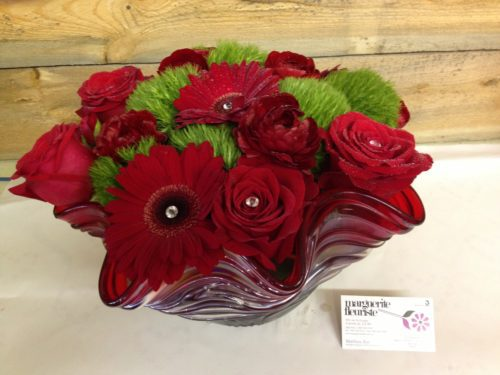Arrangement de gerbera, rose et dianthus.